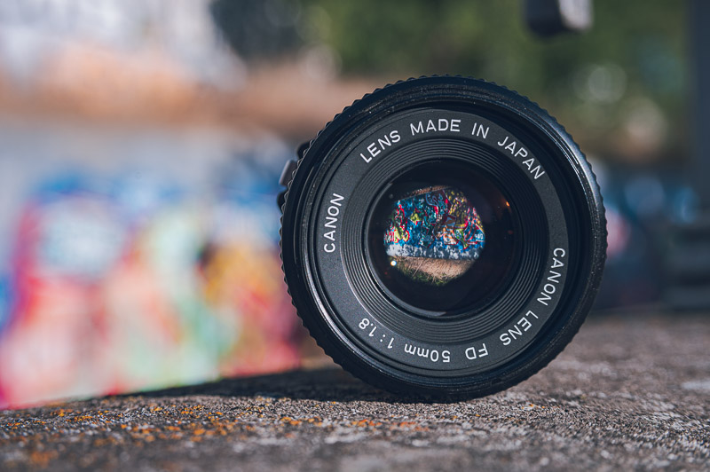 Diafragma de objetivo fotográfico Canon con apertura f1.8